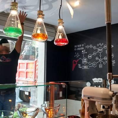 vista de aplicaciones en vinyl e iluminación heladería nitrology