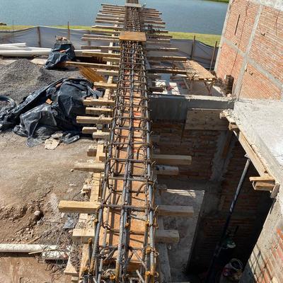 Cadena de concreto reforzado.