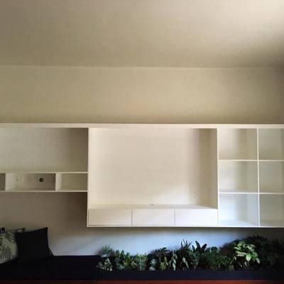 Mueble de TV en mdf y laca blanca