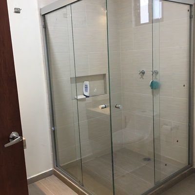Cancel de cristal para baño en escudra