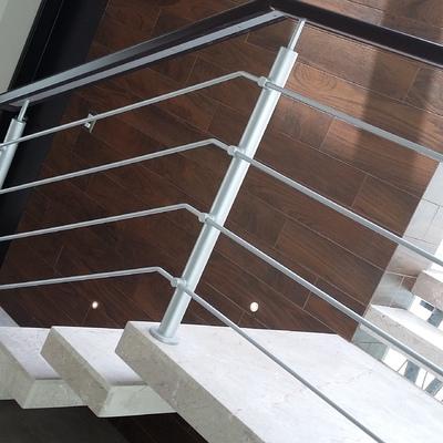 escalera flotada