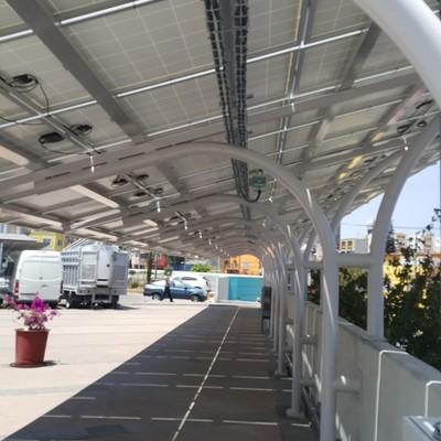 Tipo de montaje de paneles fotovoltaicos para estacionamientos