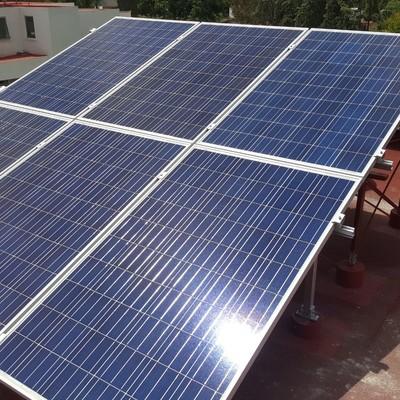 Montaje de 6 paneles fotovoltaicos en un solo plano