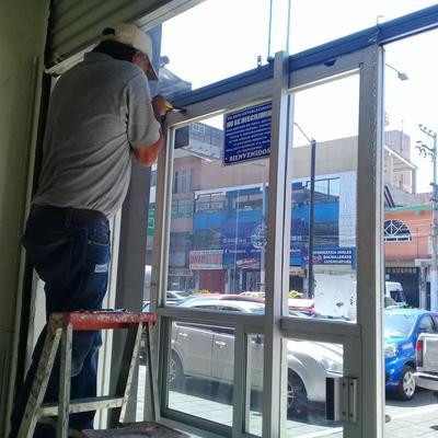 Reparación de Puerta de aluminio