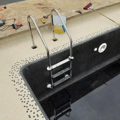 Instalación de Escalera para Alberca