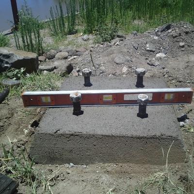 obra civil para colocación de postes metalicos