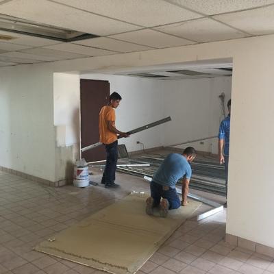 Trabajos de tablaroca en edificio