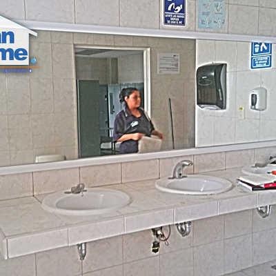 Limpieza y sanitización de baños