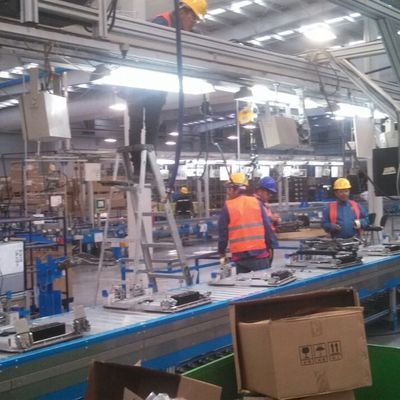 instalación de línea  industrial de producción