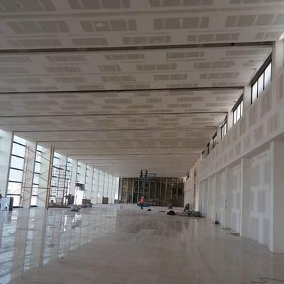 piso en sala de espera aeropuerto de gualajara