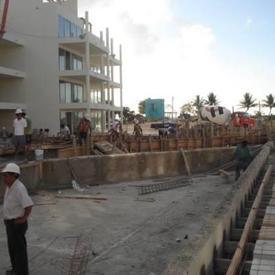Cimbrado y preparación de colado de alberca en Playa del Carmen
