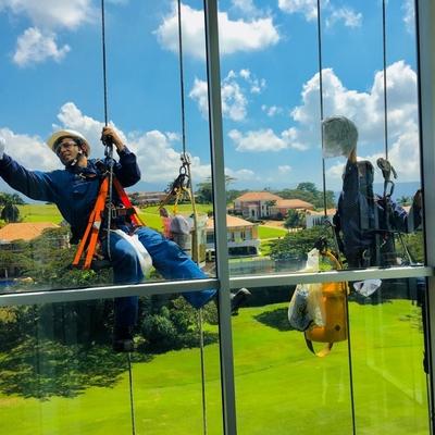 limpieza de vidrios en alturas