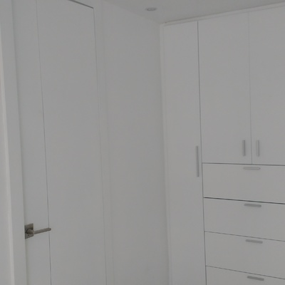 Pintura en muros de departamento y laca en madera.