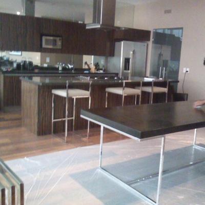 Cocina y mesa. Carpintería Aguilar