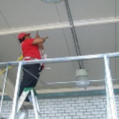 Instalaciones eléctricas en bodegas y alumbrado en techumbres de bodegas