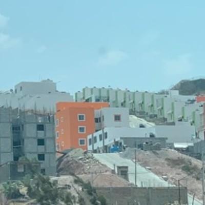 40 Casas y 40 departamentos
