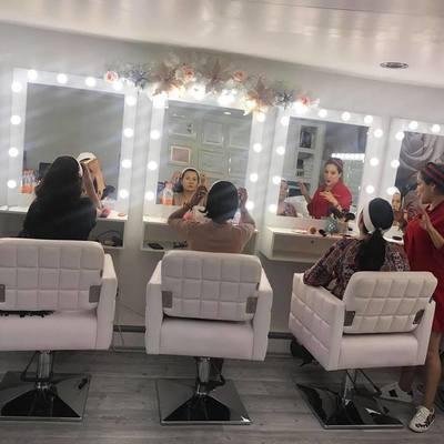 Estacion de maquillaje con sillas