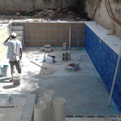 Construcción de Alberca en Zona Residencial de Cancún