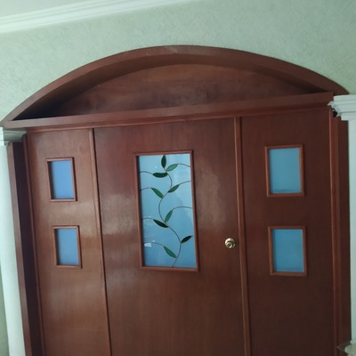 Puerta de sala de espera en consultorio