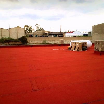 Sistema prefabricado acabado gravilla color terracota.