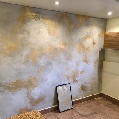 Tipo cemento con aplicación de hoja de oro