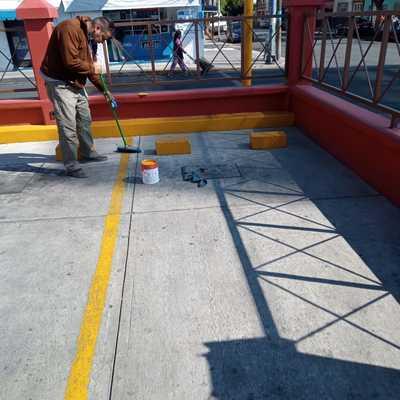 pintando estacionamiento