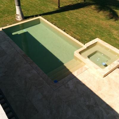 Construcción de alberca infinity con jacuzzi en Cuernavaca