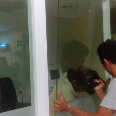 vidrio esmerilado clinica hemodialisis