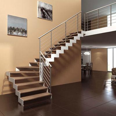 Escalera aluminio, placa de acero y madera