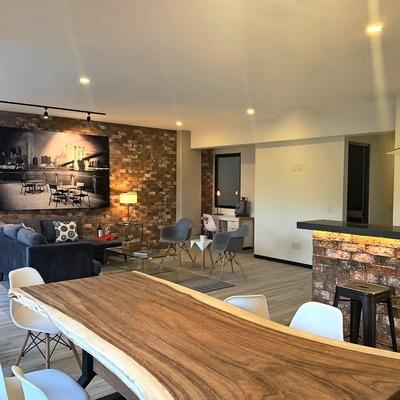 Sala abierta hacia cocina y comedor
