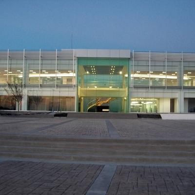 FACHADA DE EDIFICIO DE OFICINAS