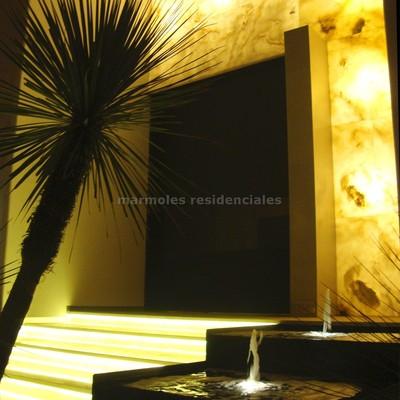 Fachada onix iluminada