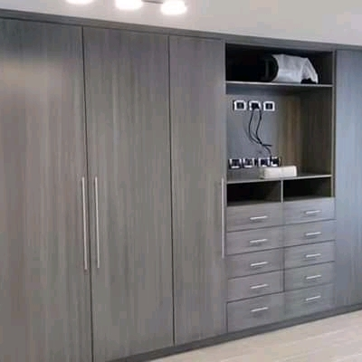 Closet tv