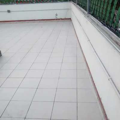 Piso exterior de azulejo