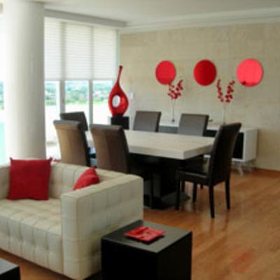 Sala en rojos
