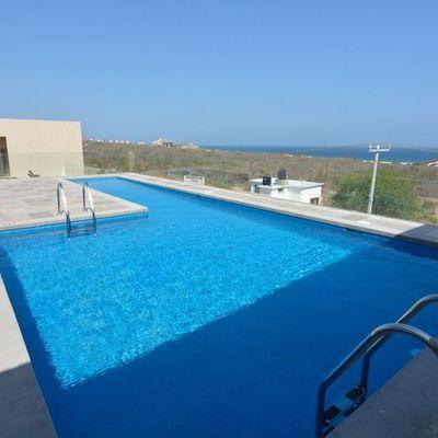 Construcción de alberca Hotel Holiday Inn Cabo San Lucas