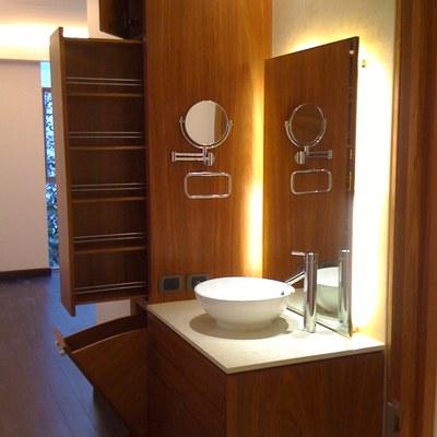 Detalle de mueble de baño funcional