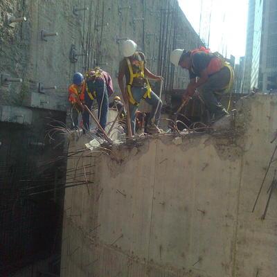 demolición muro de concreto