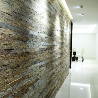 Detalle de muro de laja con textura