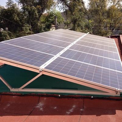 Sistema de 14 paneles instalado en oficinas