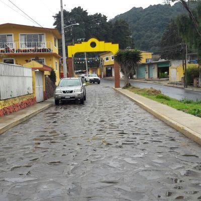Rehabilitación de arroyo vehicular con piedra laja
