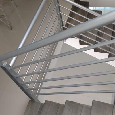 Escaleras/ carpintería de alunimio