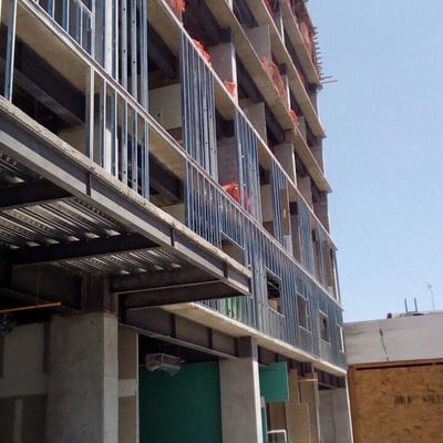 preparación de fachada para recibir hojas de cemento
