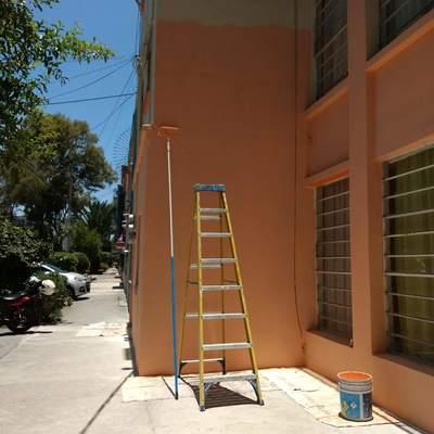 Aplicación de sellador y pintura en muros.