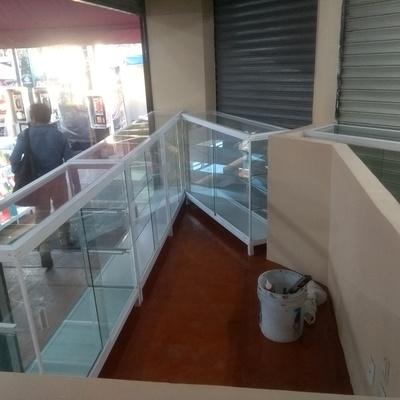 Remodelación de local comercial y vitrinas