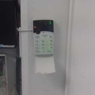 instalación de alarma syscom runner