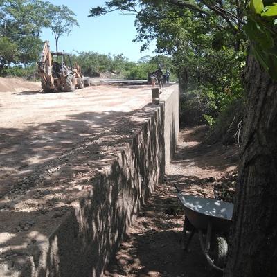 muro de contencion keystone de 4.5 m de altura en Huatulco oax.