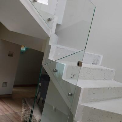 Escaleras/ vidrios
