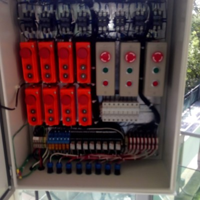 Instalación de gabinete para estacion de botones