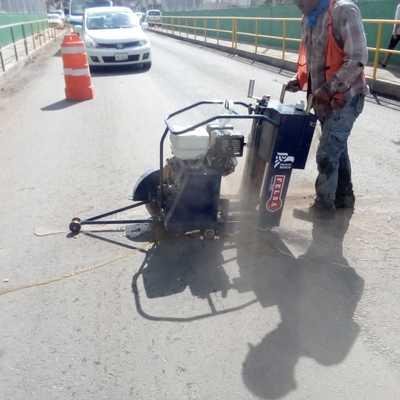 Corte de asfalto.